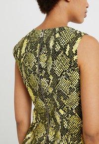 Karen Millen - SNAKE PRINT COLLECTION - Day dress - yellow - 4