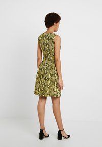 Karen Millen - SNAKE PRINT COLLECTION - Day dress - yellow - 2