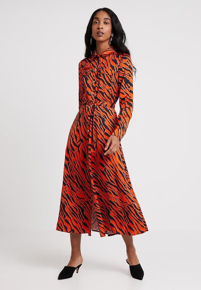 TIGER PRINT DRESS - Robe longue - orange/multi