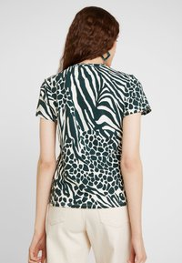 Karen Millen - MIXED ANIMAL PRINT COLLECTION - Print T-shirt - green/multi - 2