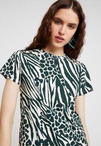 Karen Millen - MIXED ANIMAL PRINT COLLECTION - Print T-shirt - green/multi - 3