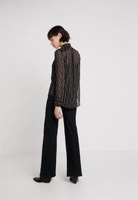 Karen Millen - BUCKLE AND CHAIN PRINT COLLECTION - Button-down blouse - brown/multi - 2