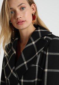 Karen Millen - BOLD CHECK WRAP COAT - Classic coat - black/multi - 4