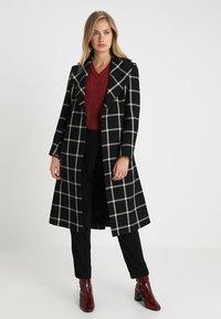 Karen Millen - BOLD CHECK WRAP COAT - Classic coat - black/multi - 1
