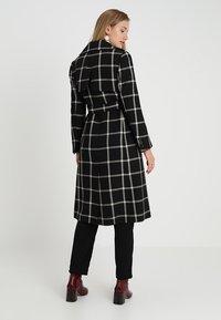 Karen Millen - BOLD CHECK WRAP COAT - Classic coat - black/multi - 2