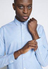 Knowledge Cotton Apparel - ELDER SMALL OWL OXFORD - Shirt - lapis blue - 4