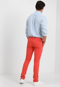 Knowledge Cotton Apparel - PISTOL JOE - Chinos - spiced coral - 2