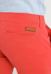 Knowledge Cotton Apparel - PISTOL JOE - Chinos - spiced coral - 6