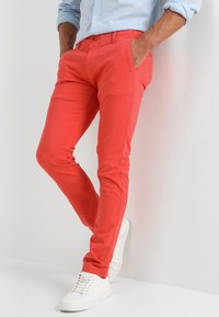 Knowledge Cotton Apparel - PISTOL JOE - Chinos - spiced coral - 0