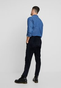 Knowledge Cotton Apparel - BOB WALES CROPPED CORDUROY  GOTS - Trousers - total eclipse - 2