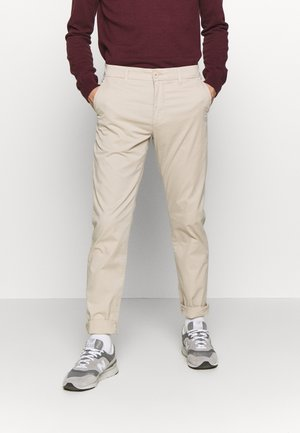CHUCK LOOSE CHINO - Chino kalhoty - light feather gray