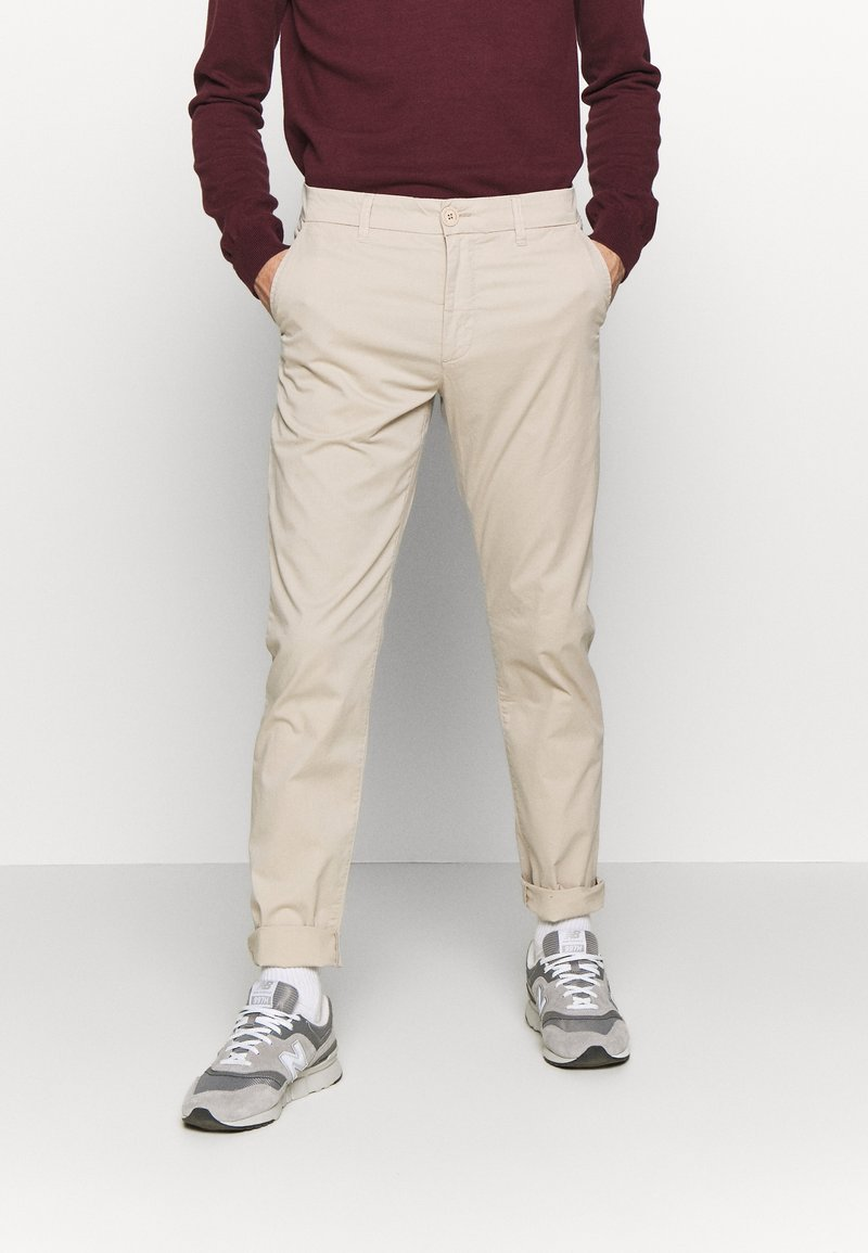 Knowledge Cotton Apparel - CHUCK LOOSE CHINO - Chinot - light feather gray