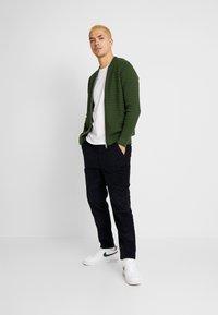 Knowledge Cotton Apparel - BOB PANT - Trousers - total eclipse - 1