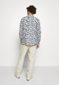 Knowledge Cotton Apparel - BIRCH LOOSE HEAVY PANT - Kalhoty - light feather gray - 2