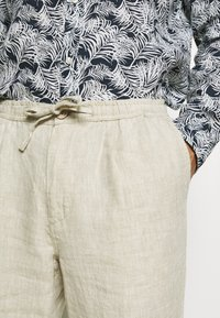 Knowledge Cotton Apparel - BIRCH LOOSE HEAVY PANT - Kalhoty - light feather gray - 5