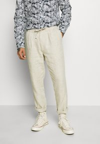 Knowledge Cotton Apparel - BIRCH LOOSE HEAVY PANT - Kalhoty - light feather gray - 0