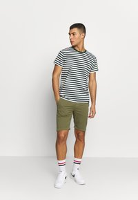 Knowledge Cotton Apparel - Shortsit - burned olive - 1