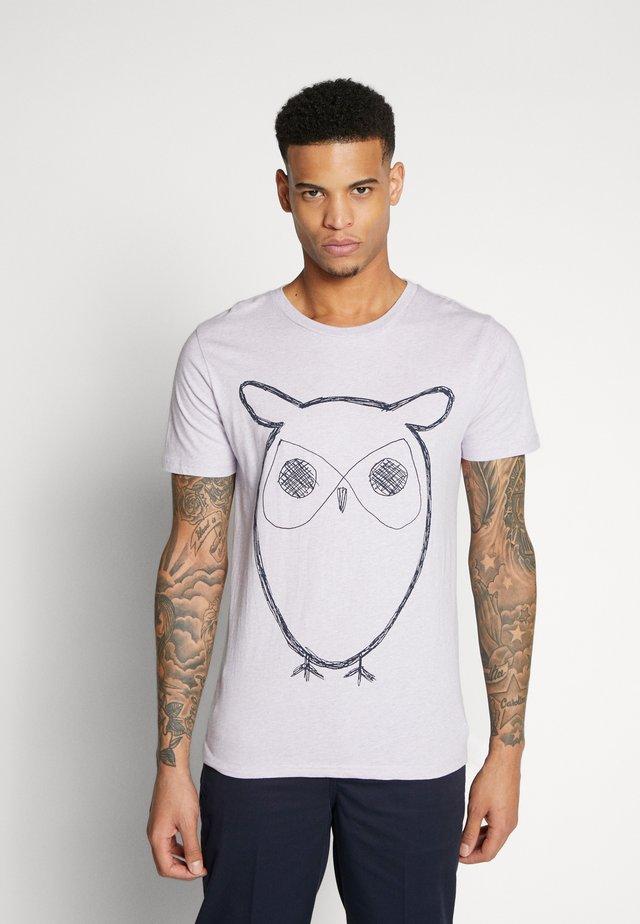 ALDER BIG OWL TEE - T-shirt z nadrukiem - lavender melange