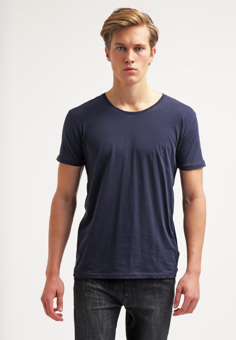 Knowledge Cotton Apparel - BASIC FIT O-NECK - Jednoduché triko - dunkelblau