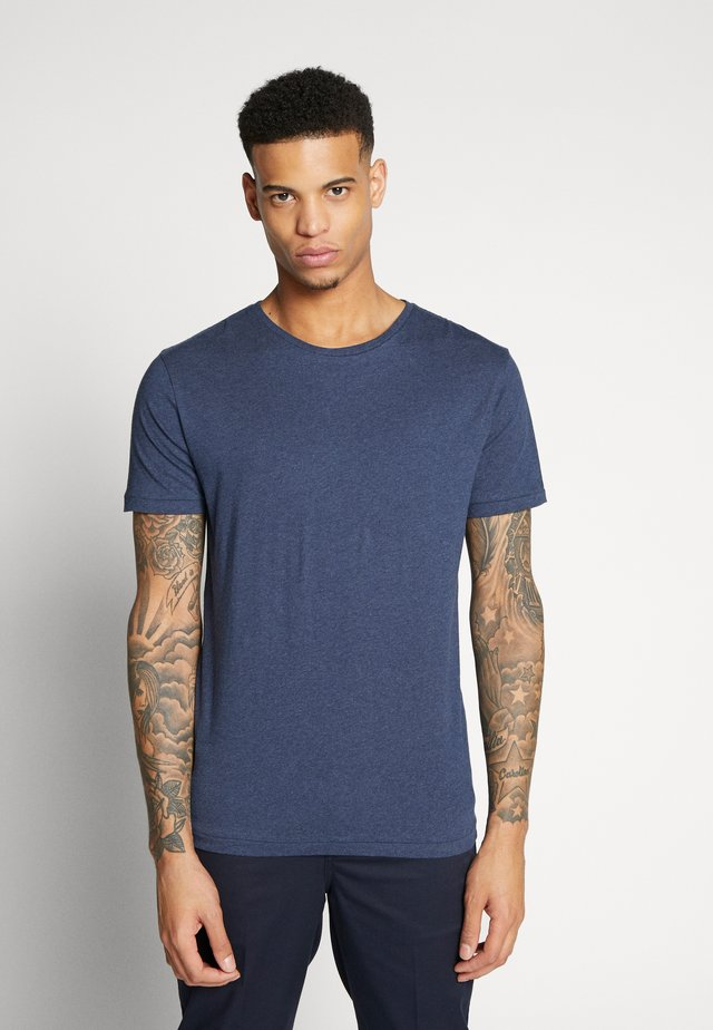 BASIC REGULAR FIT O-NECK TEE - T-shirt - bas - insigna blue melange