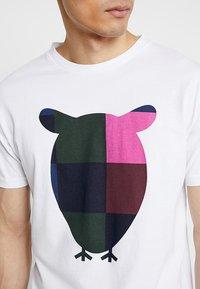 Knowledge Cotton Apparel - BIG OWL - T-shirt print - bright white - 4