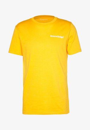ALDER SIGNITURE WAVE TEE - Triko spotiskem - zennia yellow