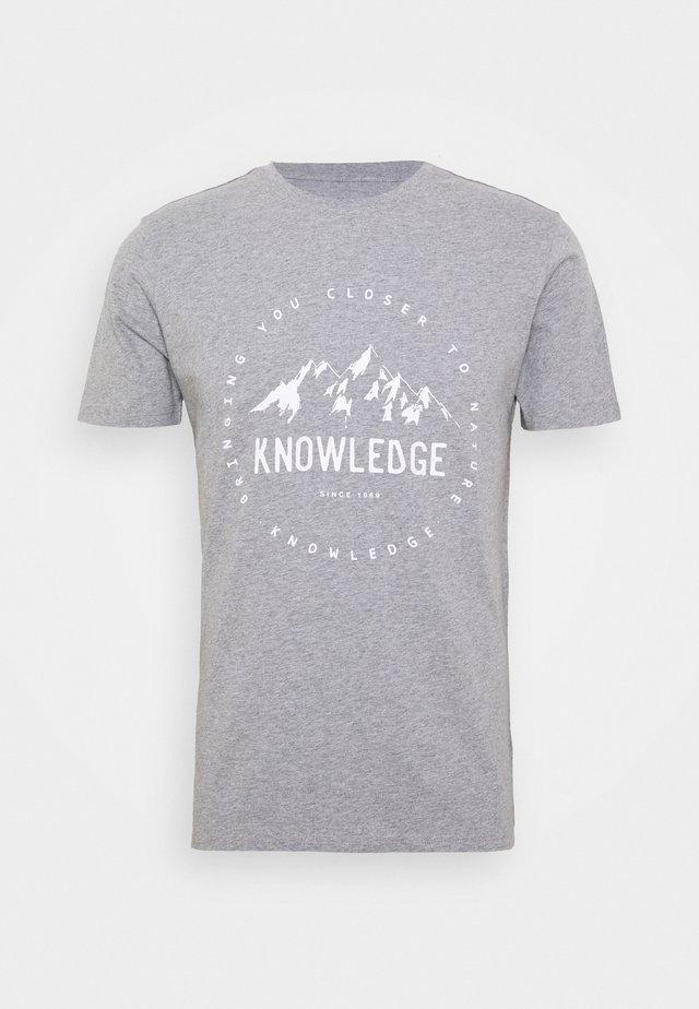 ALDER MOUNTAIN TEE - T-shirt z nadrukiem - grey