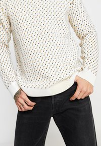 Knowledge Cotton Apparel - O-NECK - Sweter - winter white - 4