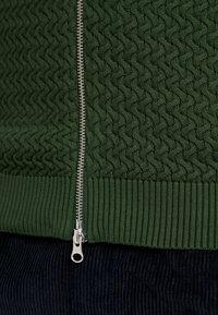 Knowledge Cotton Apparel - STRUCTURED  - Neuletakki - green forest - 5