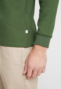 Knowledge Cotton Apparel - RIBBING  - Mikina - green forest - 5