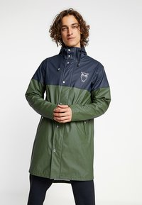 Knowledge Cotton Apparel - LONG RAIN JACKET - Vodotěsná bunda - black forrest melange - 0