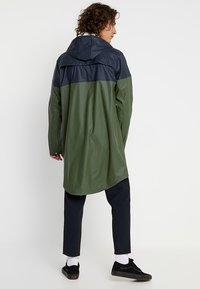 Knowledge Cotton Apparel - LONG RAIN JACKET - Vodotěsná bunda - black forrest melange