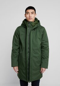Knowledge Cotton Apparel - LONG SOFT SHELL JACKET  - Talvitakki - green forest - 0