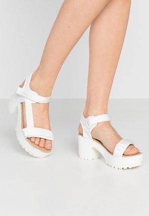 VEGAN - Sandály na platformě - white