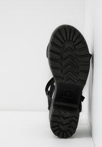 Koi Footwear - VEGAN - Sandály na platformě - black - 6