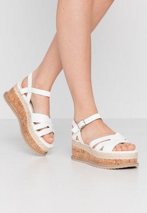 VEGAN  - Sandalen met plateauzool - white