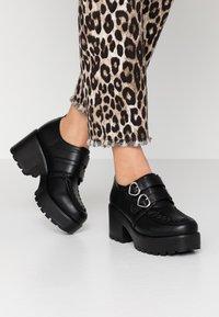 Koi Footwear - VEGAN - Lodičky splatformou - black - 0