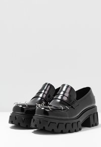 Koi Footwear - VEGAN GENSAI ASHEN PIERCED LOAFERS  - Lodičky splatformou - black - 4