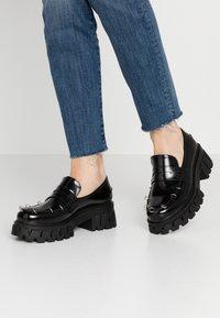 Koi Footwear - VEGAN GENSAI ASHEN PIERCED LOAFERS  - Lodičky splatformou - black - 0