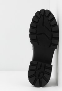 Koi Footwear - VEGAN GENSAI ASHEN PIERCED LOAFERS  - Lodičky splatformou - black - 6