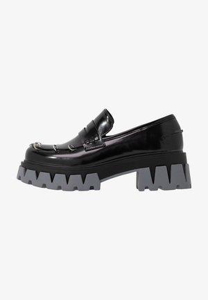 VEGAN GENSAI ASHEN PIERCED LOAFERS  - Czółenka na platformie - black shine/grey