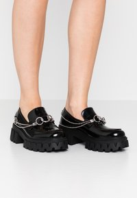 Koi Footwear - VEGAN SENTIMENT - Loaferit/pistokkaat - black - 0