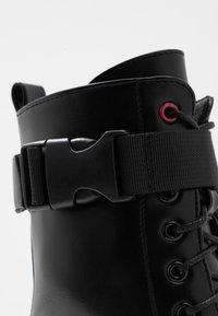 Koi Footwear - VEGAN BANSHEE - Kotníkové boty na platformě - black/purple - 2