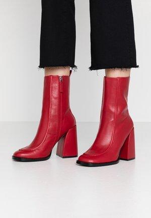 VEGAN  - High Heel Stiefelette - red
