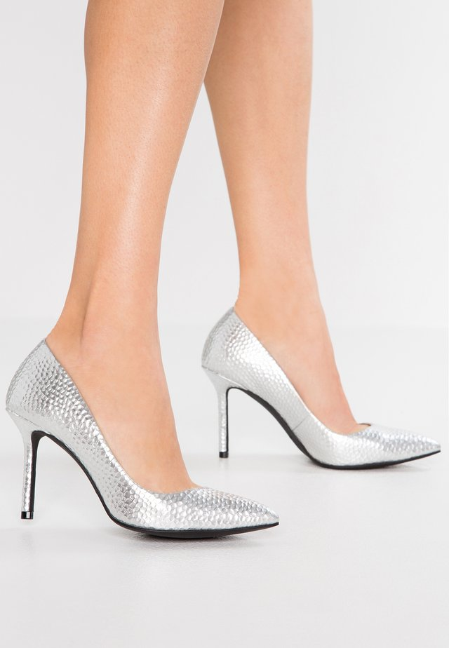 THE SISSY - Højhælede pumps - silver