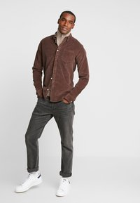 Kronstadt - JOHAN - Chemise - chocolate brown - 1