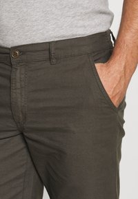 Kronstadt - HECTOR OXFORD WASHED - Shorts - army - 3