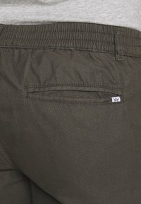 Kronstadt - HECTOR OXFORD WASHED - Shorts - army - 5