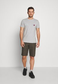 Kronstadt - HECTOR OXFORD WASHED - Shorts - army - 1