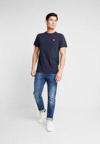 Kronstadt - TIMMI TEE - T-shirts - navy - 1